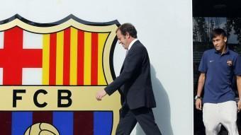 Sandro Rosell i Neymar el dia de l'arribada del jugador a Barcelona. REUTERS