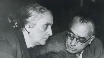 Joan Comorera, a la dreta de la imatge, amb Dolores Ibárruri, la 'Pasionaria', amb qui s'enfrontaria