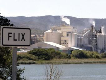 La planta d'Ercros ocupa 120 treballadors a Flix.  ARXIU