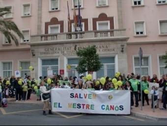 Concentració a les portes del CEIP Mestre Canos de Castelló de la Plana. EL PUNT AVUI