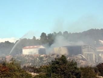 La zona propera a l'empresa pirotècnica fumejant ACN