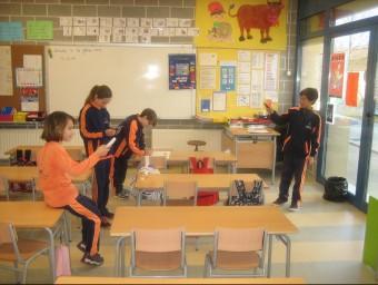 Una activitat dels alumnes de cinquè de primària de l'escola Forn d'Anells de Fornells, dins el pla Euronet 50/50 EL PUNT
