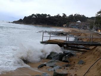 Efectes del temporal de mar que hi ha hagut aquests dies amb fort onatge i vent, a Lloret de Mar MANEL LLADÓ