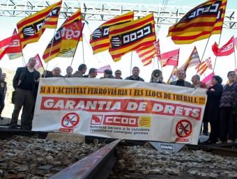300 persones van respondre a la convocatòria de CCOO a Portbou pel ferrocarril LLUÍS SERRAT