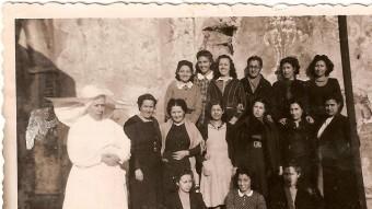 Recluses a la presó de les Corts. Maria Salvo és a l'última fila, la segona començant per l'esquerra. WWW.PRESOLESCORTS.ORG