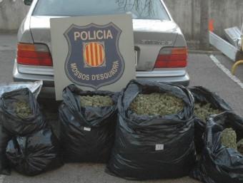 L'acusat va escapar d'un control policial i va abandonar el cotxe on transportava la droga en una zona rural CME