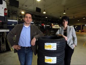 Toni Atanasio, director comercial i Mireia Vàzquez, responsable de Marquèting d'Autoequip.  QUIM PUIG