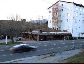 El sinistre va tenir lloc ahir, a l'altura del quilòmetre 78 de l'N-II, davant del prostíbul Madam's de Capmany MANEL LLADÓ