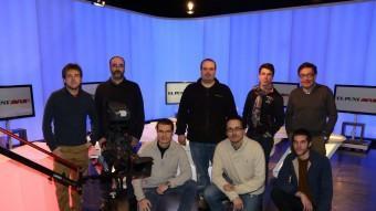 L'actual equip tècnic del nou canal Punt Avui Televisió, fotografiat ahir en un dels platós de Sant Just Desvern ANDREU PUIG