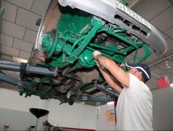 Banyoles Taller ofereix el lloguer de boxes perquè la gent pugui reparar els seus cotxes