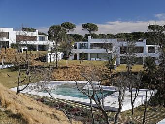 Algunes de les cases que hi ha al PGA Catalunya Resort i que ja estan acabades MANEL LLADÓ