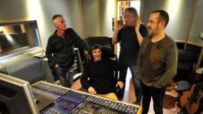 Smoumolnö, a l'estudi de gravació. D'esquerra a dreta, Charly, Fly, Jepi i Titi JOSEP ÍÑIGO