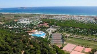 Imatge aèria del càmping El Delfín Verde de Torroella de Montgrí.  L'ECONÒMIC