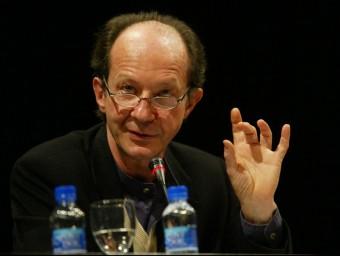 El filòsof Giorgio Agamben durant una conferència que va impartir a Barcelona el 2004 GABRIEL MASSANA