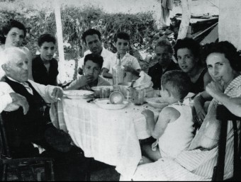 A family of Spanish migrants having lunch in their housein the suburbs of Barcelona.  RAFAEL USERO PRIVATE COLLECTION