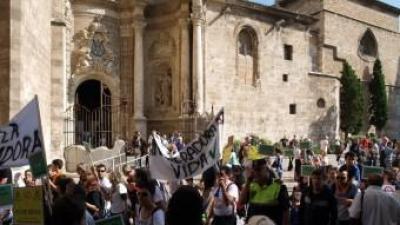 Manifestació pels carrers de València contra l'incineradora de l'Alcora. ESCORCOLL