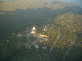 Vista aèria de la finca de Sant Grau, amb l'ermita al centre. EL PUNT AVUI