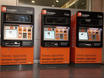 Els nous dispositius de venda de bitllets de Rodalies estan instal·lats a l'estació de Girona des del gener JOAN SABATER