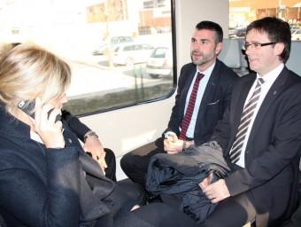 El conseller de Territori i Sostenibilitat, Santi Vila, amb l'alcalde de Girona i l'alcaldessa de Figueres,en el comboi de la nova RG1 ACN