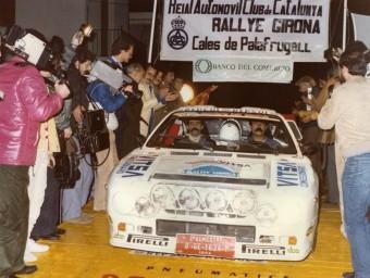 Jaume Pons, en la sortida del ral·li Girona del 1984, que va guanyar Salvador Servià amb un Opel Manta EBE