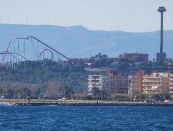 Platja de la Pineda (Vila-seca) amb Port Aventura i els terrenys del futur complexe de casinos i hotels de Barcelona World. JORDI PRADES