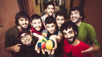 El grup musical Txarango, en una imatge promocional. EL PUNT AVUI