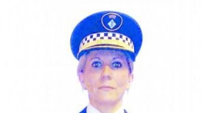 Lluïsa Santos fa 25 anys que és policia de la Jonquera i 14 que és la cap. Ahir li van posar la medalla de plata. TURA SOLER