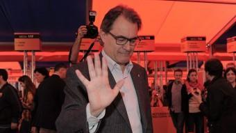 El President Mas, votant diumenge en el referèndum del FC Barcelona JOSEP LAGO/AFP