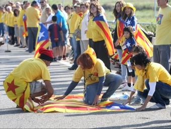 Participants en la Via Catalana, al tram de Caldes de Malavella, la passada Diada LLUÍS SERRAT