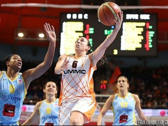 Silvia playing for UMMC Ekaterinburg in her characteristic number 6 jersey. /  Arxiva