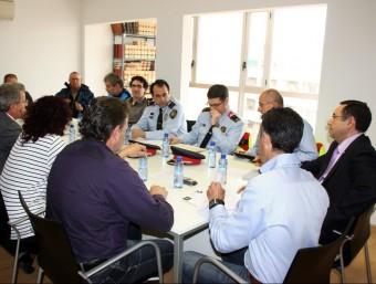 Junta de seguretat d'Alcarràs, al Segrià, en què la Guàrdia Civil participa, tot i no sortir en aquesta imatge, perquè hi té caserna i efectius ACN