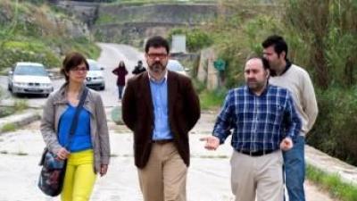 Emili Altur, Marc Estruch i Joan Josep Morant i Marta Signes, visiten el pont. EL PUNT AVUI