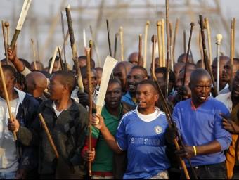 Un grup de miners sud-africans que defensen els seus interessos.  ARXIU