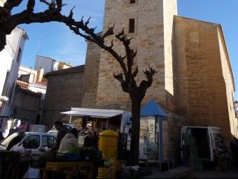 Dia de mercat en la plaça de l'església. ESCORCOLL