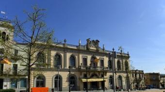 La façana exterior del Casino Llagosterenc. JORDI NADAL