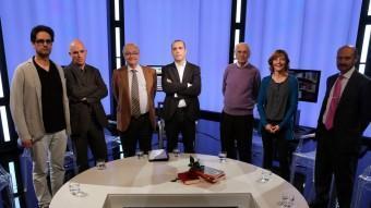 D'esquerra a dreta, Pagès, Villaró, Cuyàs, Ribera, Espinàs, Arretxe i Daura, en el plató d'El Punt Avui Televisió QUIM PUIG