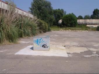 El pou de Repsol, als terrenys on l'Ajuntament de Caldes planeja fer-hi uns banys públics. N. FORNS
