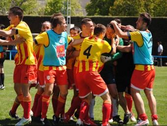 Els jugadors de la selecció abracen a Íñigo i celebren, extasiats, la classificació per a la final de diumenge a Segòvia ÁLVARO MONTOLIU / FCF