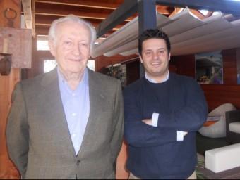 Josep Maria Coll i Joan Maria Coll, dins l'empresa a Vilablareix, on hi ha exposades algunes pèrgoles.