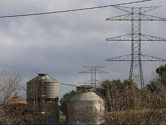 Torres de la línia de molt alta tensió de 400 kV entre Bescanó i Santa Llogaia M. LLADÓ