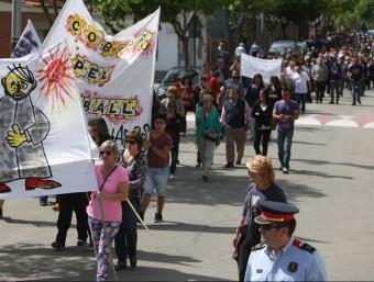 Un moment de la manifestació que va transcórrer ahir al migdia per Bescanó LLUÍS SERRAT