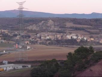 Figuerola d'Orcau , amb els terrenys en primer terme comprats per REE per construir-hi la subestació que enllaçarà la nova MAT amb les existents D. MARÍN