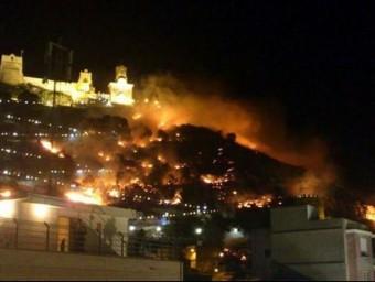 El foc crema la muntanya de Cullera. ARXIU