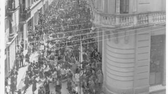 Sardanes al peu del Casino de Figueres en motiu del centenari de l'entitat, fundada al 1856 CASINO MENESTRAL