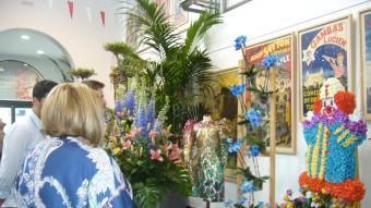 Regidors de l'ajuntament van visitar ahir la mostra floral a l'antic escorxador. M.V