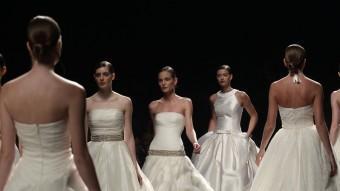 Una desfilada de moda nupcial corresponent a una edició anterior de Barcelona Bridal Week ALBERT GEA / REUTERS