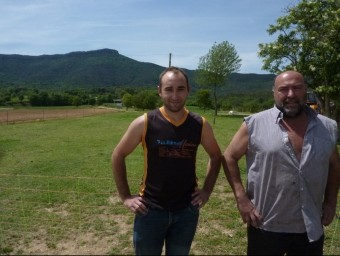Sergi Picart i Josep Sala i, al fons, els boscos on caça la seva colla. R. E