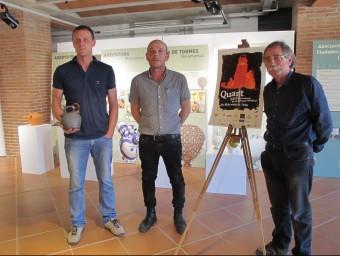 Mora, Lloret i Carrera amb el càntir i el cartell de l'edició d'aquest any J.N