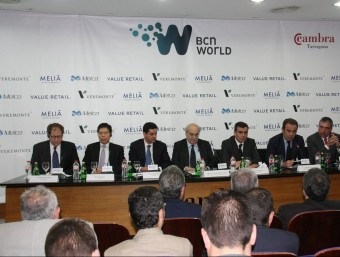 Just fa un any, el 30 de maig del 2013 es va presentar els primers inversors del projecte amb el logo de BCN World. ACN