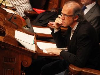 El president del grup municipal d'ICV-EUiA de Barcelona, impulsor de la iniciativa, aquest divendres al ple del consistori ELISABETH MAGRE